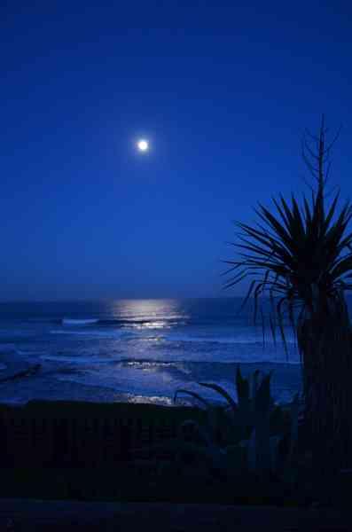 Moon_Reflections_-_Coffee_Bay